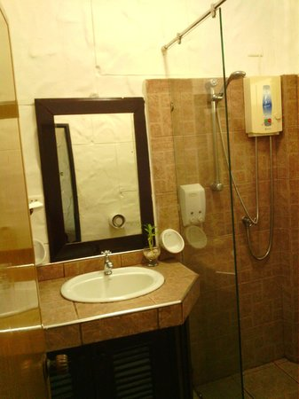Boomerang Village Resort : shower