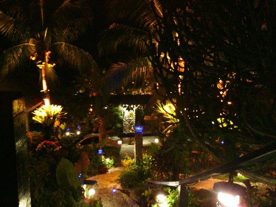 Boomerang Village Resort : beautiful at night