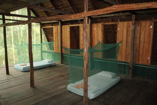 Reserva Natural Palmari : Внутри Малоки. Москитные сетки надежные.