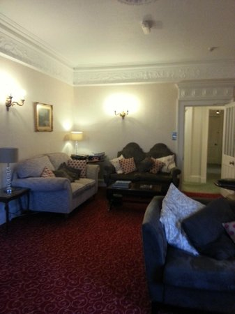 The Grange Country House : lounge area