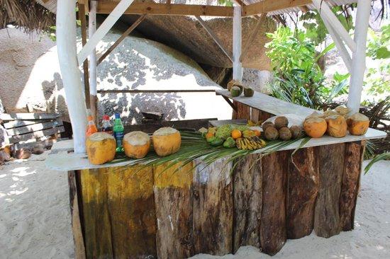 Patatran Village Hotel: наше счастье постоянно жуй кокосы ешь бананы!