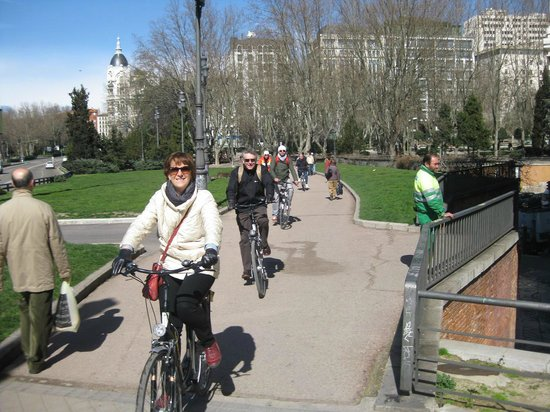Trixi Madrid - Bike Tours: Enjoying the sunshine...