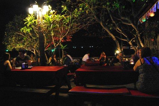 High Life Bungalow Resort: bar