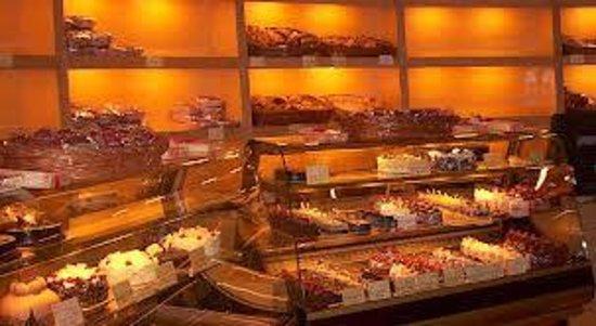 Flurys: Cake counter