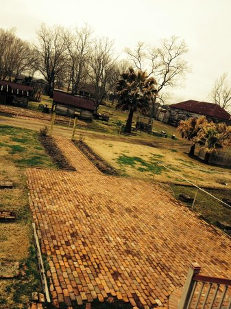 Laura Plantation: Louisiana's Creole Heritage Site: Photo from the back porch