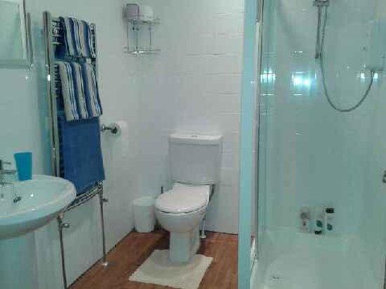 Mirandas Guest House: new bathrooms