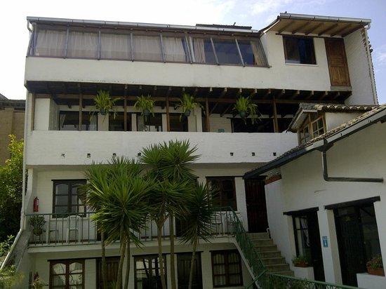 L'Auberge INN: Fachada de habitaciones
