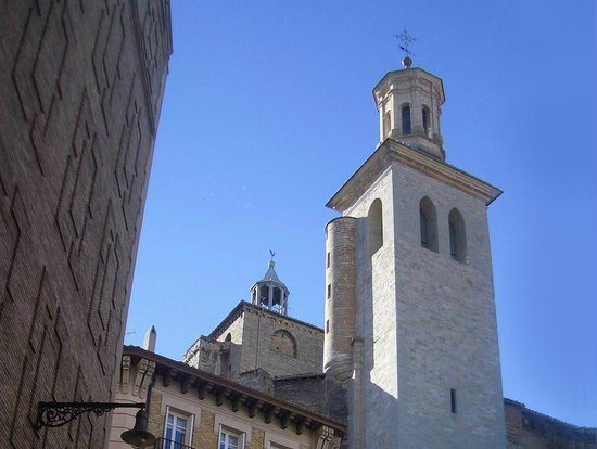 Iglesia de San Saturnino: las torres