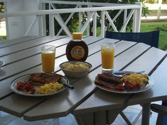 Beachcomber Club: our veranda and breakfast we made