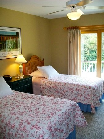 Advice 5 Cents, a bed & breakfast: Osprey, Osprey! Room -- Perfect for A Girls' Weekend