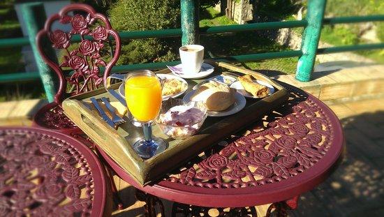 Inn Albergeria Bica-Boa : Breakfast with fresh orange juice!!