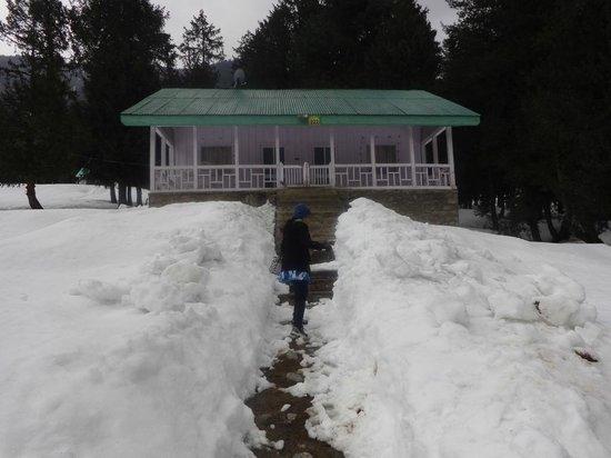JKTDC Pahalgaon Huts: Way to the hut