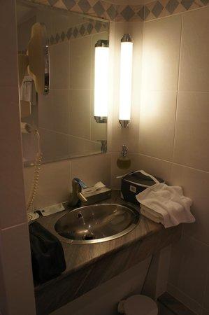 Hostellerie des Châteaux & Spa : lavabo