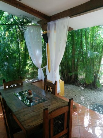 Villas Kalimba : Our front porch and dining room - all in one
