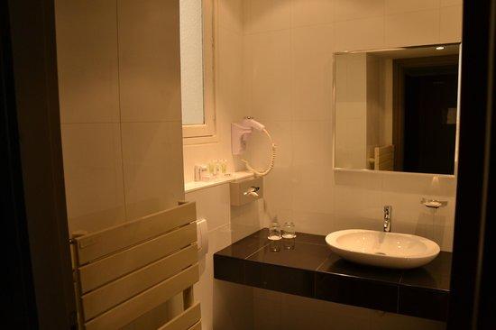 Hotel Etoile Saint-Honoré: Salle de bains
