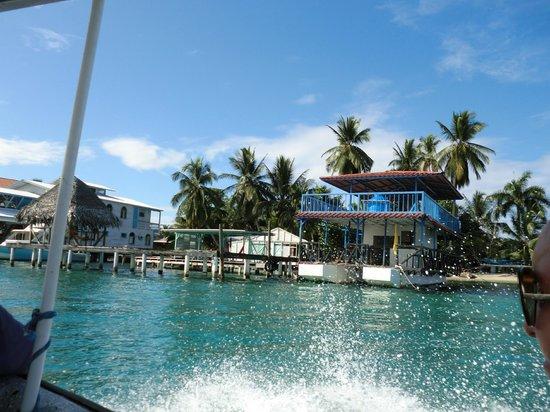 Playa Bluff Lodge : weg met een bootje