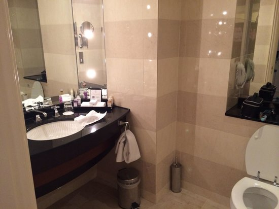 Old Course Hotel, Golf Resort & Spa: Our Bathroom