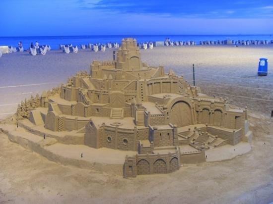 Servigroup Venus: beach art!