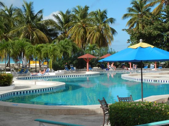 Jolly Beach Resort & Spa: very clean and quiet pool - 1 of 2 pools