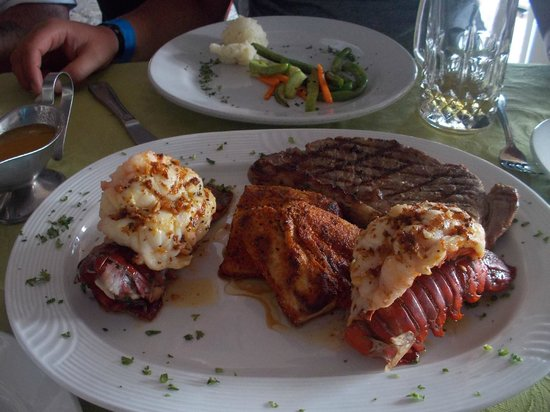 La Galeria: Lobster, steak, fish of choice, potatoe and veggie