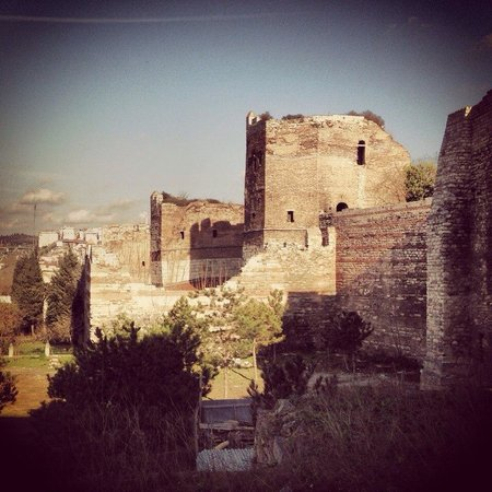Walls of Constantinople (Istanbul City Walls) : Немного скалолазания по стенам Константинополя