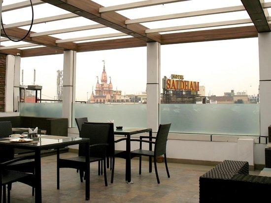 Hotel City Star: La terrasse du resto