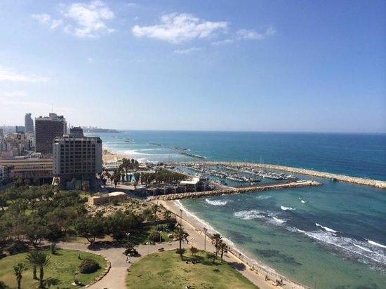 Hilton Tel Aviv: Ausblick von der Executive Lounge auf den Strand