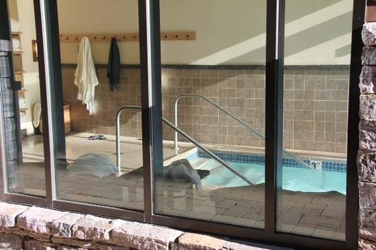 Stowe Mountain Lodge: indoor heated pool access