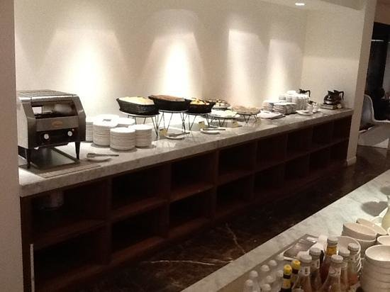 S33 Compact Sukhumvit Hotel: very very limited choices of breakfast