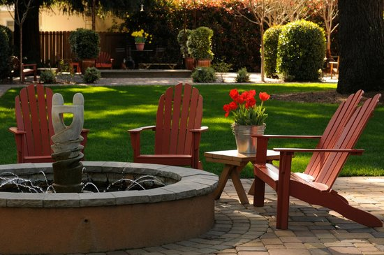 The Cottages of Napa Valley: center lawn