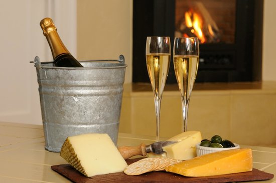 The Cottages of Napa Valley : cheese plate & champagne