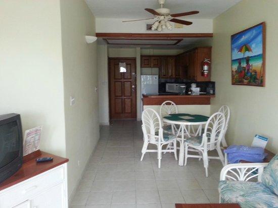 SunBreeze Suites: dining/kitchen