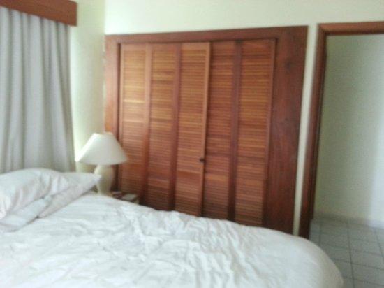 SunBreeze Suites: bedroom (closet closed)