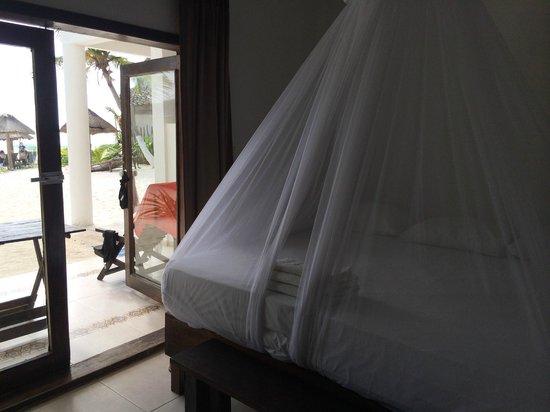 Amelie Tulum : Our room on the ground floor leading onto the beach.