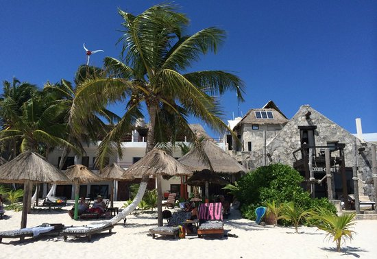Amelie Tulum: Hotel seen from the beach.