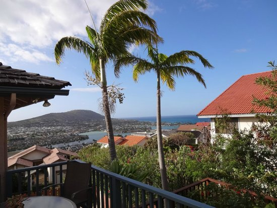 Aloha Bed & Breakfast : view from lanai--photo does not do it justice!