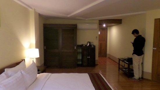 Shwe Ingyinn Hotel: Blick in unser Zimmer