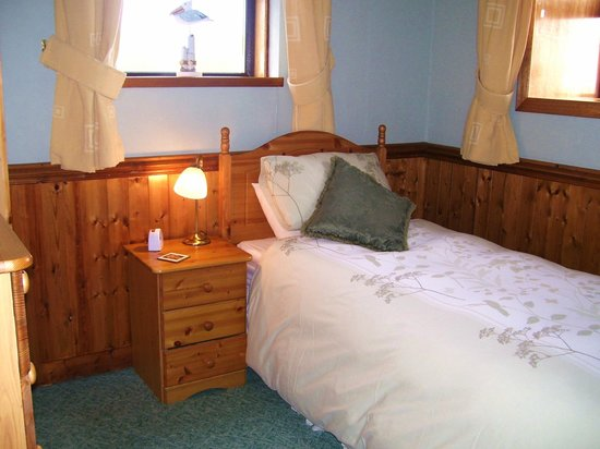 Mull of Galloway Holidays: Glen Auchie Cottage single or twin bedroom