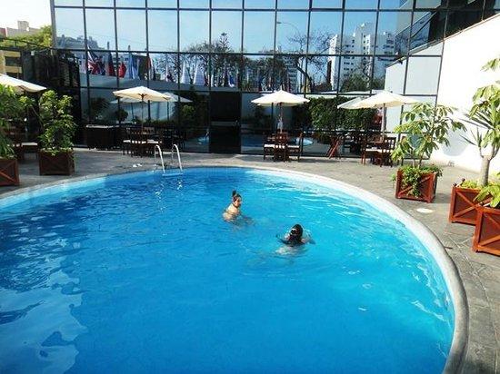 Foto de melia lima lima piscina del hotel tripadvisor for Hoteles con piscina