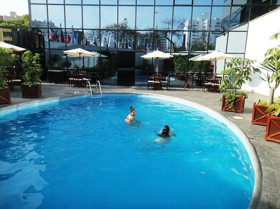 Foto de melia lima lima piscina del hotel tripadvisor for Hoteles segovia con piscina