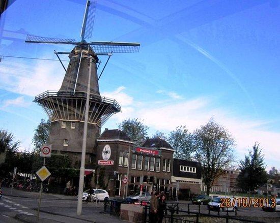 Ibis Amsterdam Centre Stopera: Moinho em Amsterdam