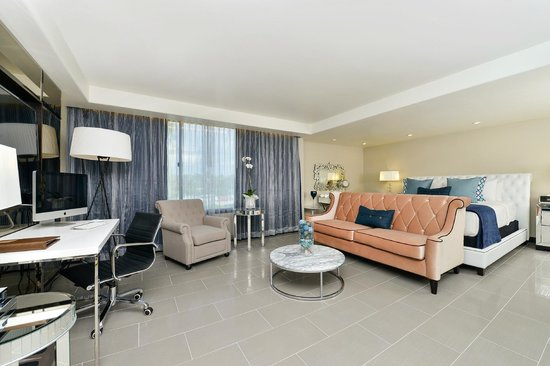 The Hills Hotel, an Ascend Collection by Choice Hotels: Sapphire Suite