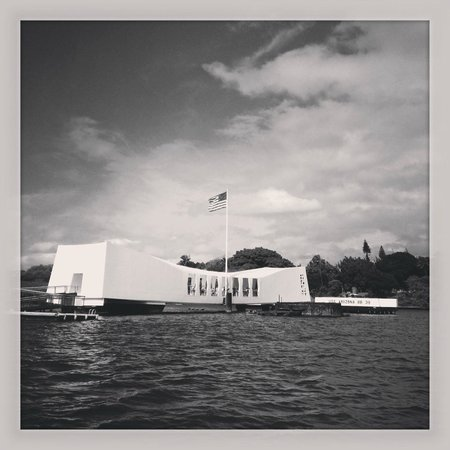 USS Arizona Memorial/WW II Valor in the Pacific National Monument : A beautiful tribute to the USS Arizona's crew