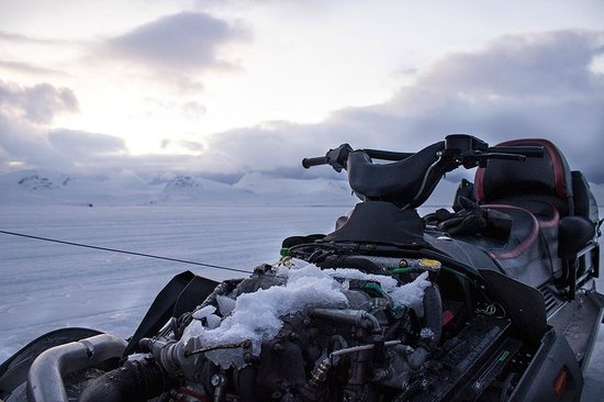Spitzbergen Adventures: Cooling snowmobile