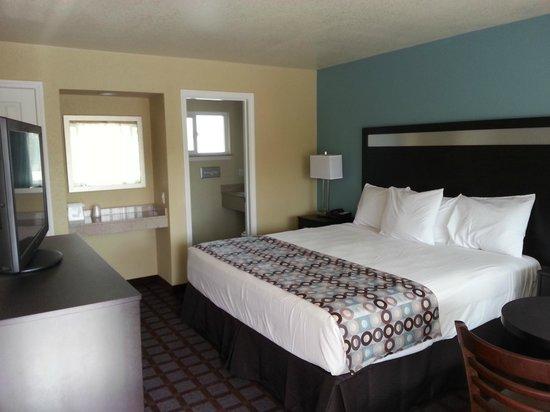 Avenue Inn Downtown San Luis Obispo: King Bed