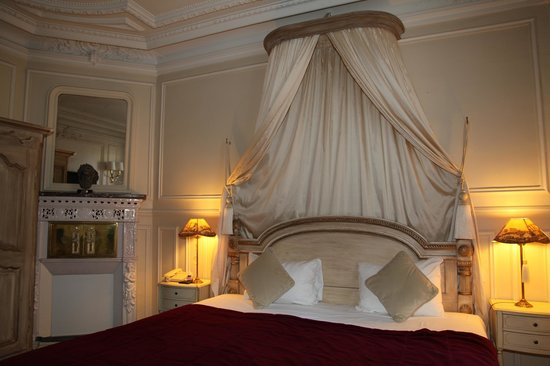 Hôtel Résidence Henri 4: Schitterende slaapkamer met hemelbed