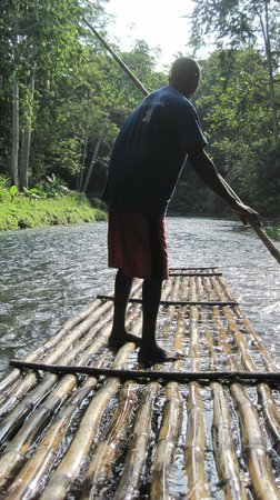 Martha Brae River: raft captain at work