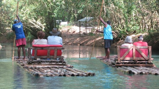 Martha Brae River: more rafters