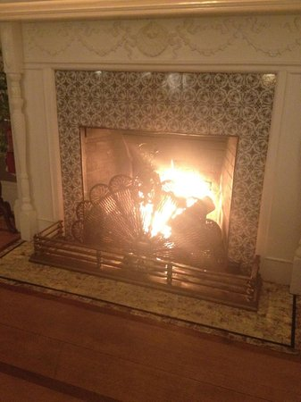 Norumbega Inn: dining by the fire