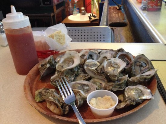 Magnolia's Oyster Bar & Cafe : Captain's Bucket Wednesday Special